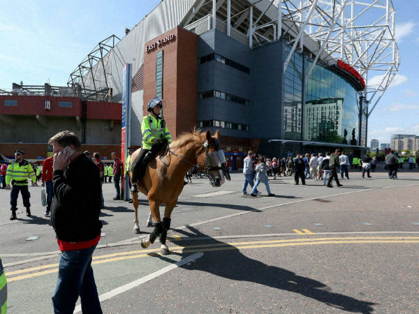 Manchester United blame contractor for fake bomb 'fiasco'