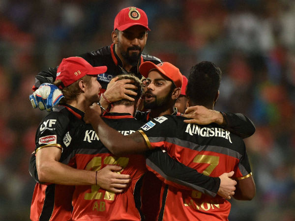 RCB players celebrate a wicket during IPL 2016