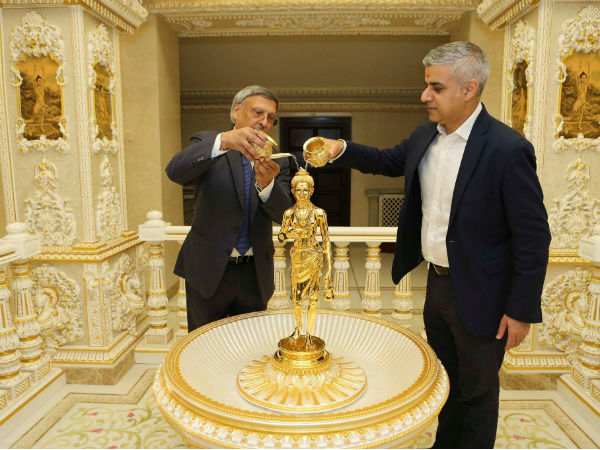 London mayor Sadiq Khan visits temple