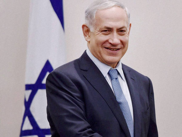 Modi receives Netanyahu at airport