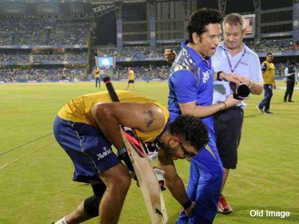 File photo. Yuvraj Singh touching Sachin Tendulkar's feet during IPL