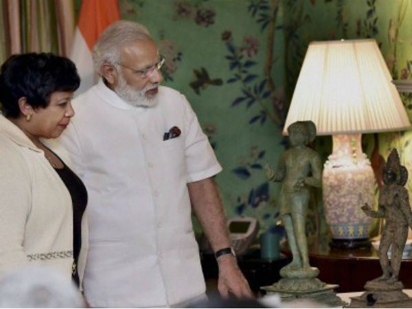 PM admires stolen Indian artifacts to be returned to India