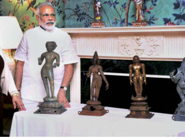 PM Modi during ceremony for return of idols