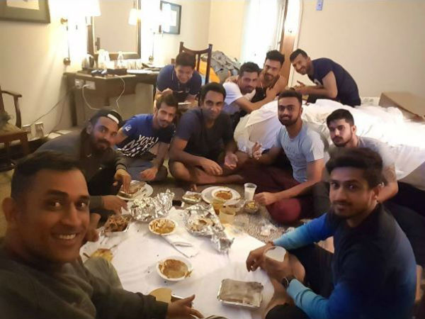 Viral Photo: MS Dhoni, other cricketers sit on floor and enjoy dinner.