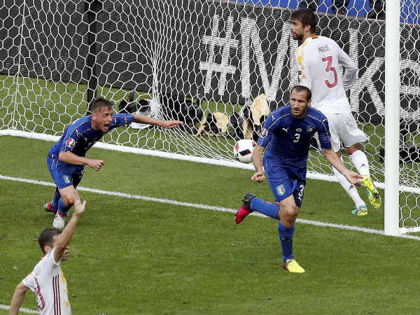 Italy's Giorgio Chiellini, front right, celebrates after scoring the opening goal during the Euro 2016 round of 16 match against Spain
