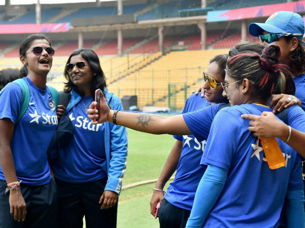 BCCI set to allow Indian eves to play overseas leagues
