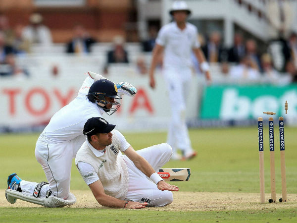 Lord's Test: Chris Woakes sparks Sri Lanka collapse