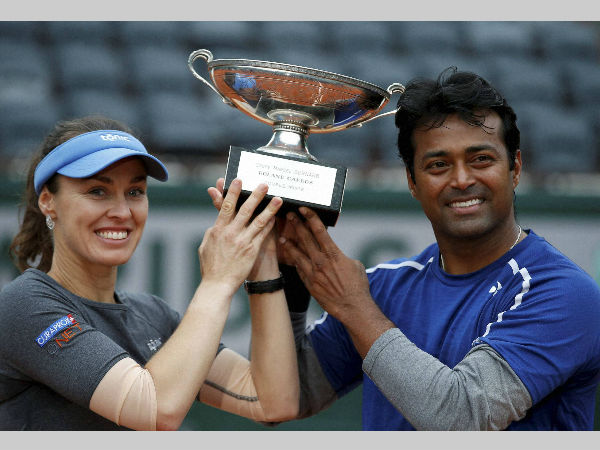 Paes (right) and Hingis with their trophy after winning the final