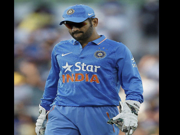 MS Dhoni becomes 1st Indian keeper to complete 350 ODI dismissals