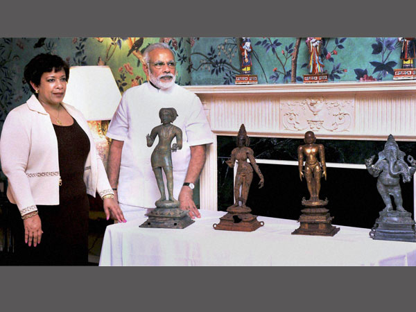 Prime Minister Narendra Modi with US Attorney General Lorett Lynch during the ceremony for return of idols in Washington DC on Monday. These priceless artifacts were stolen from museums and temples and then smuggled into the US.