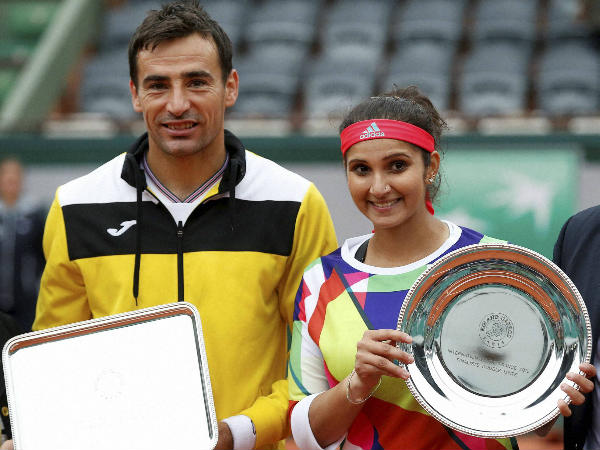 Sania (right) and Dodig with their trophies after the final
