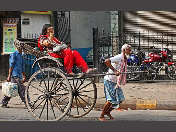 Old and infirm: Poverty drives elderly to do hard physical ...
