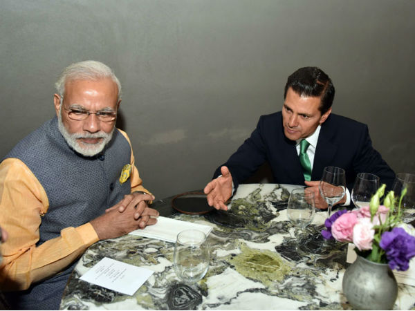 PM Modi and President of Mexico at a resturant