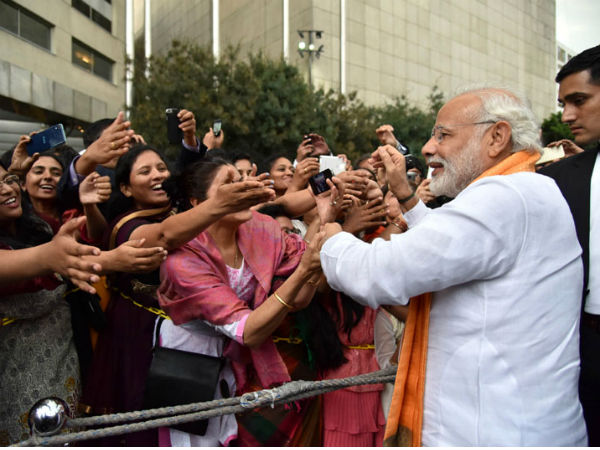 Indian community welcome PM Modi on his arrival