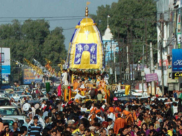 Lakhs throng Rath Yatra in Ahmedabad.