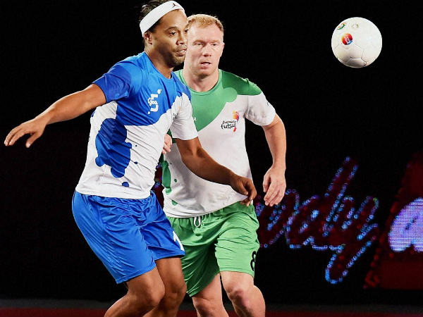 Paul Scoles (green), Ronaldinho (Blue)