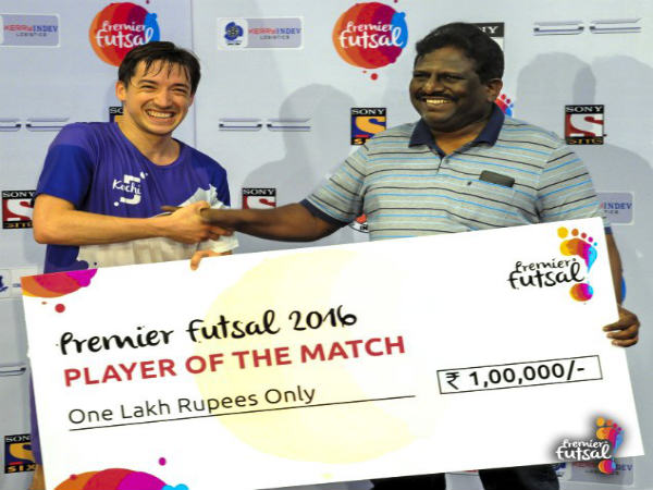 Kochi 5s' Chaguinha with his man of the match award