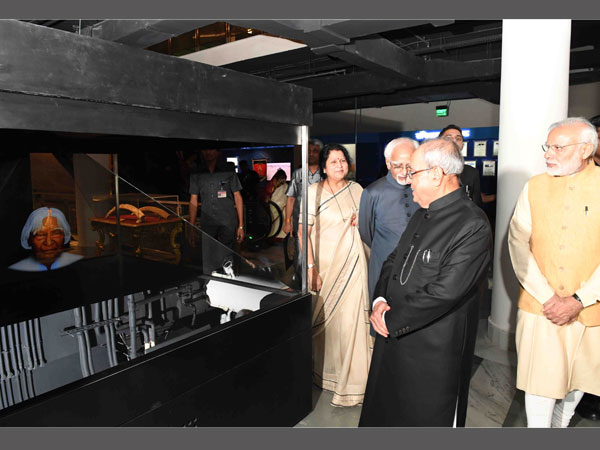 President, PM admiring the museum