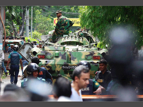 Dhaka cafe attackers used five pistols, two AK-22 rifles.