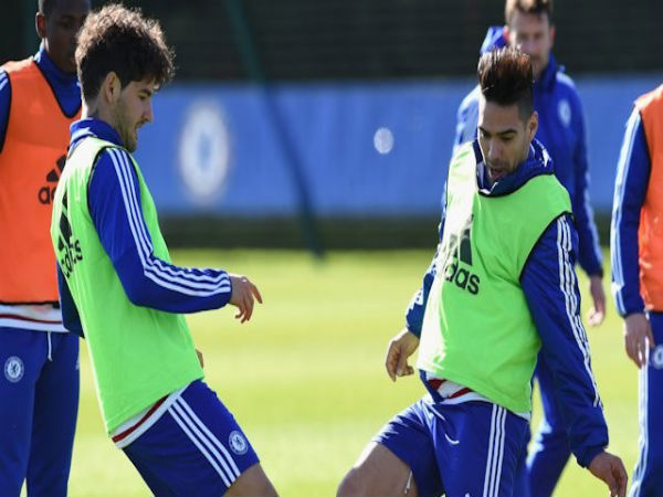 Radamel Falcao (left) and Alexandre Pato (right) at Chelsea training (Image courtesy: chelseafc.com)
