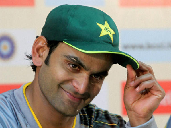 Hafeez highest earning Pakistan cricketer in 2015-16; Sarfaraz second