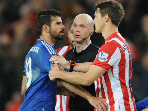 Referee Anthony Taylor (middle) speaks to Chelsea's Diego Costa (left) and Stoke's Philipp Wollscheid during the English Premier League match