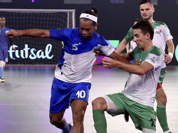 Ronaldhino (left) in action against Bengaluru5s (Green) during the Premier Futsal Football League