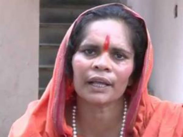 Sadhvi Prachi announces bounty for Naik