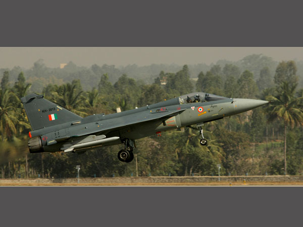 Parrikar lauds HAL on induction of Tejas