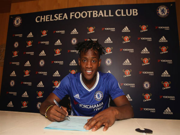 Michy Batshuayi signs for Chelsea (Image courtesy: Chelsea FC twitter handle)