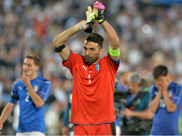 Gianluigi Buffon applauds the fans after Italy's loss to Germany