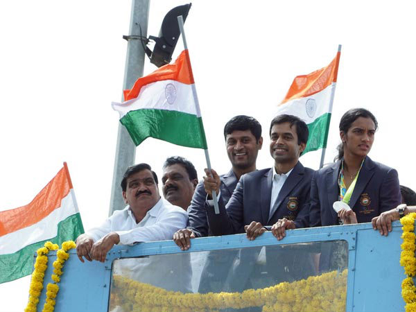 Pullela Gopichand and PV Sindhu on open-top bus