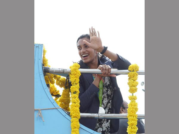 Sindhu waves at her fans