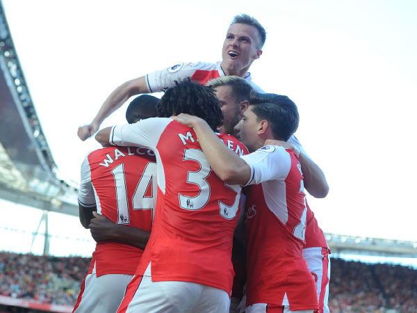 Arsenal players celebrate after scoring against Liverpool (Image courtesy: Arsenal FC Twitter handle)