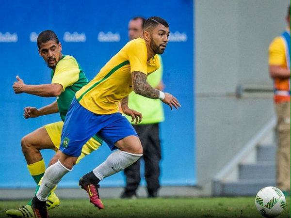 Gabriel Barbosa (right) in action for Brazil at Olympics (Image courtesy: Gabriel Barbosa Twitter handle)