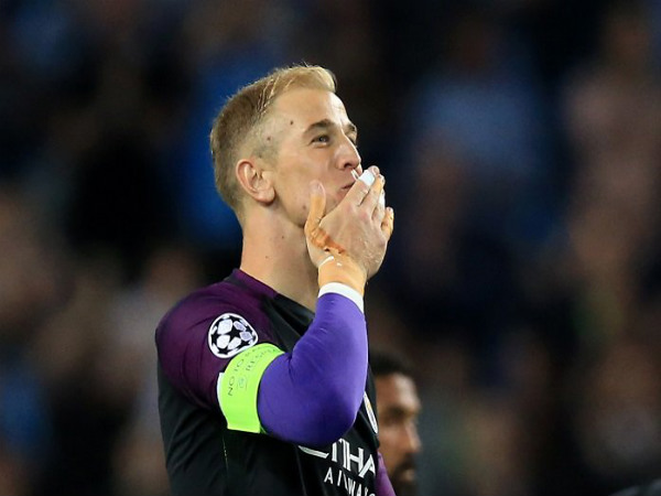 Joe Hart applauds the Manchester City fans (Image courtesy: Manchester City Twitter handle)