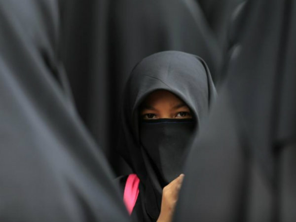Hijab-clad woman accosted, called 'terrorist' at US store