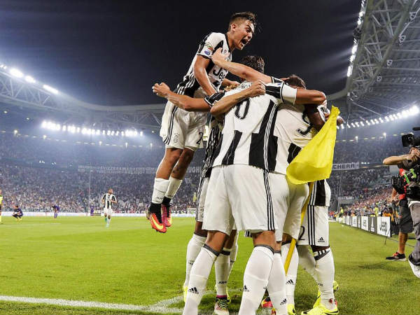 Juventus players celebrate after scoring against Fiorentina (Image courtesy: Juventus Twitter handle)