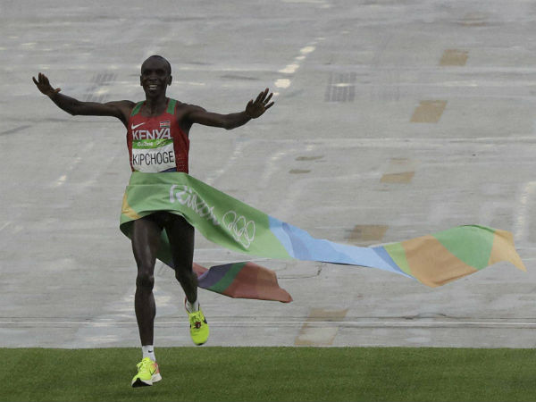 Kenya's Eliud Kipchoge celebrates as she crosses the finish line to win the gold medal the men's marathon at the 2016 Summer Olympics in Rio de Janeiro, Brazil.