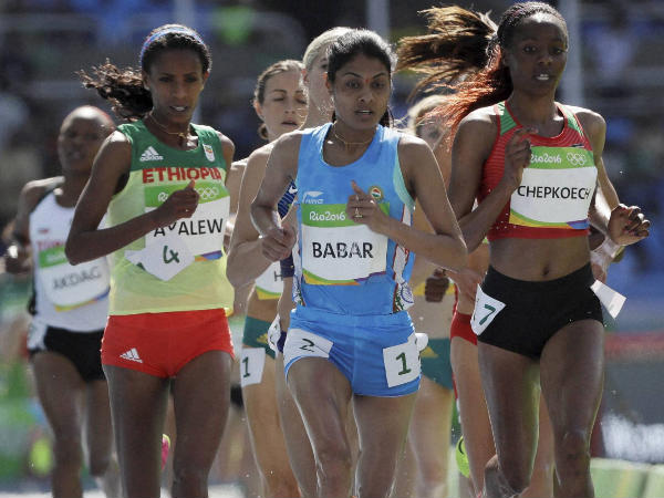 Lalita Babar (blue) competes in a women's 3000-meter steeplechase at Rio Olympics 2016