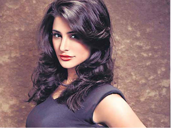 Actress Nargis Fakhri duped of Rs 6 lakh