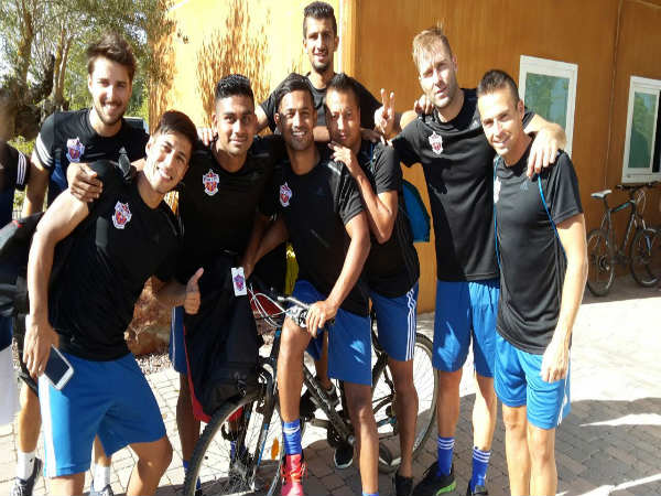 FC Pune City players click a picture after training session