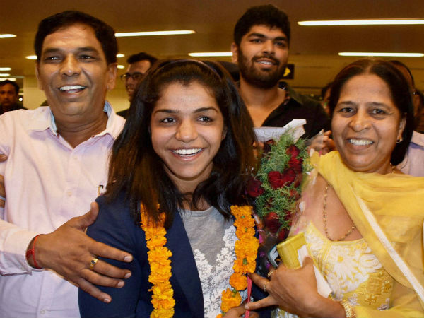 Wrestler Sakshi Malik presented Rs 2.5 crore cheque by Haryana Govt