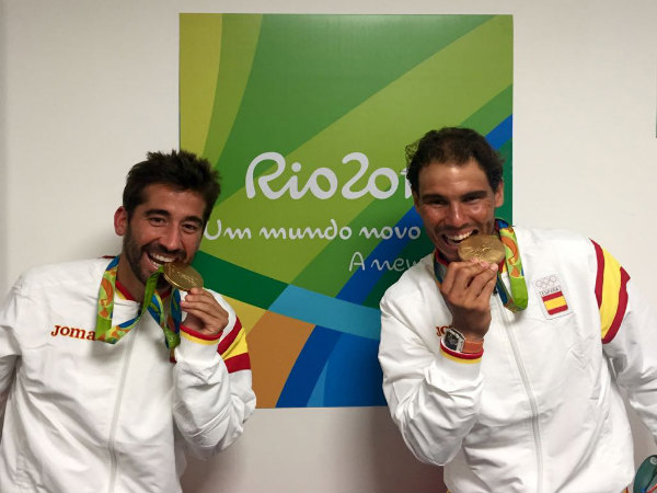 Rafael Nadal (right) with his doubles partner Marc Lopez biting their gold medal at Rio Olympics (Image courtesy: Rafa Nadal Twitter handle)