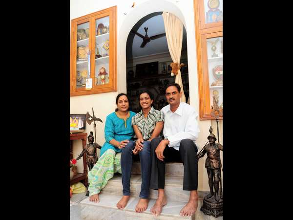 Sindhu with her parents in Hyderabad