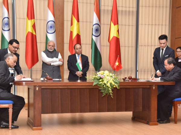 PM Modi and Vietnam PM at signing of agreements between India and Vietnam