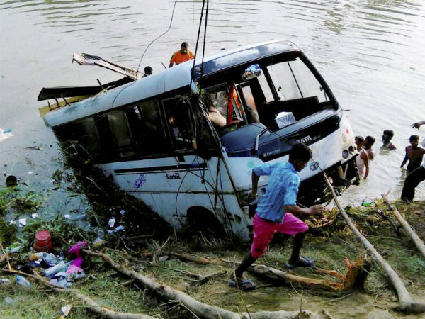 27 killed in bus accident