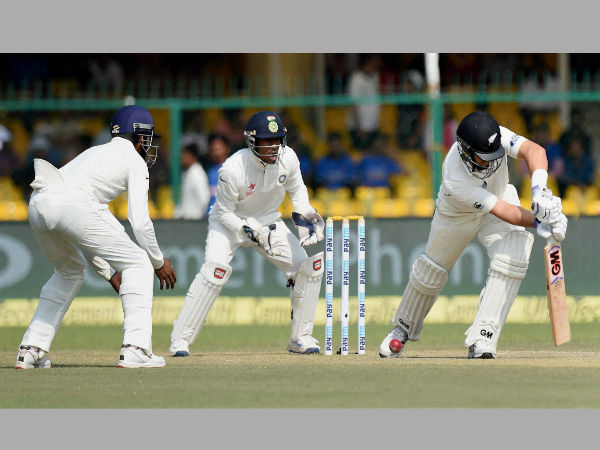 Ross Taylor fails to read a Ravindra Jadeja delivery