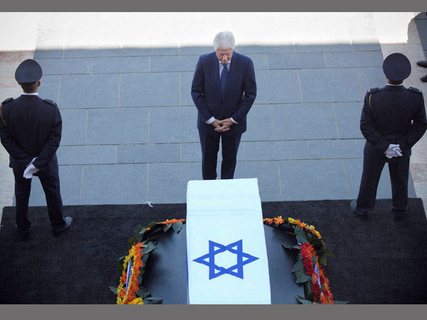 Bill Clinton pays tribute to Shimon Peres