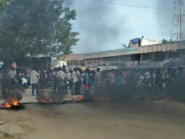 Cauvery row: Road to Mysuru remains blocked as Mandya protests continue